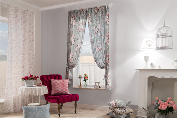 Decoration fabric Flory, sheer Holly Light and Panneaux Lena out of the Indes collection Country House.