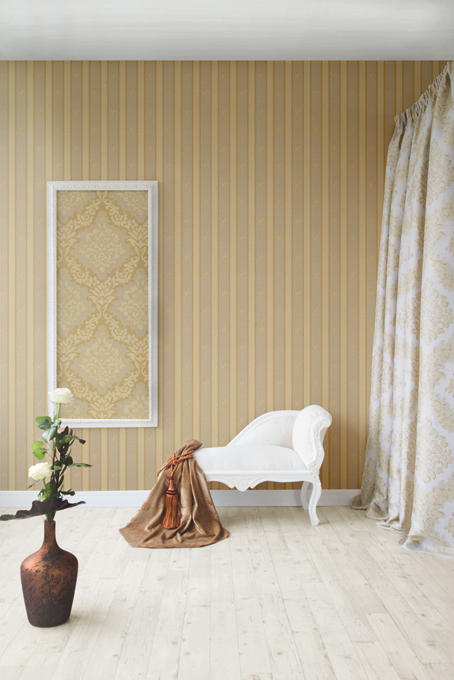 Fuggerhaus wallcoverings Lilia Striata and Opulenza which are part of the collection Palazzo d'oro.
